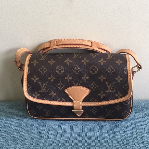 9aadf11a79cb Louis Vuitton Handbags - Louis Vuitton Solange crossbody
